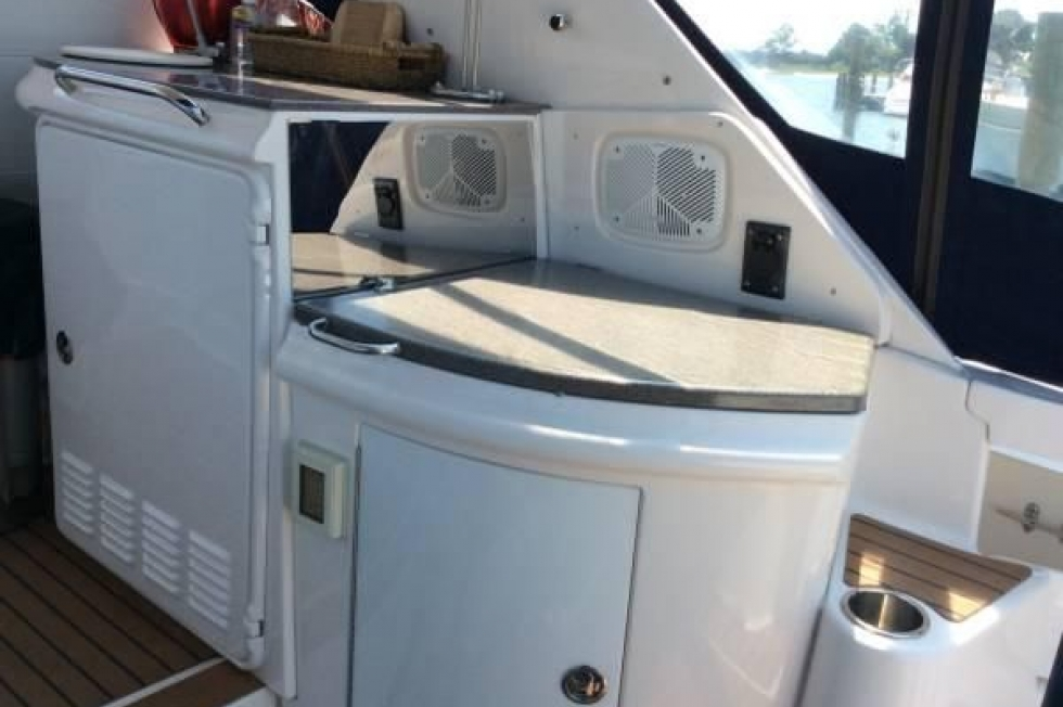 2005 Regal 4260 Express Cruiser